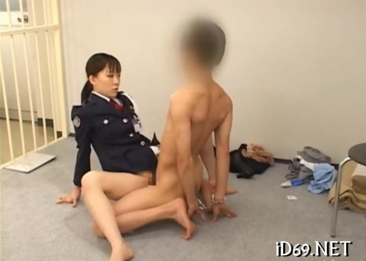 Prison Guard Fucks Inmate