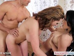 Bisexual cutie Brooke Wylde fucking in threesome