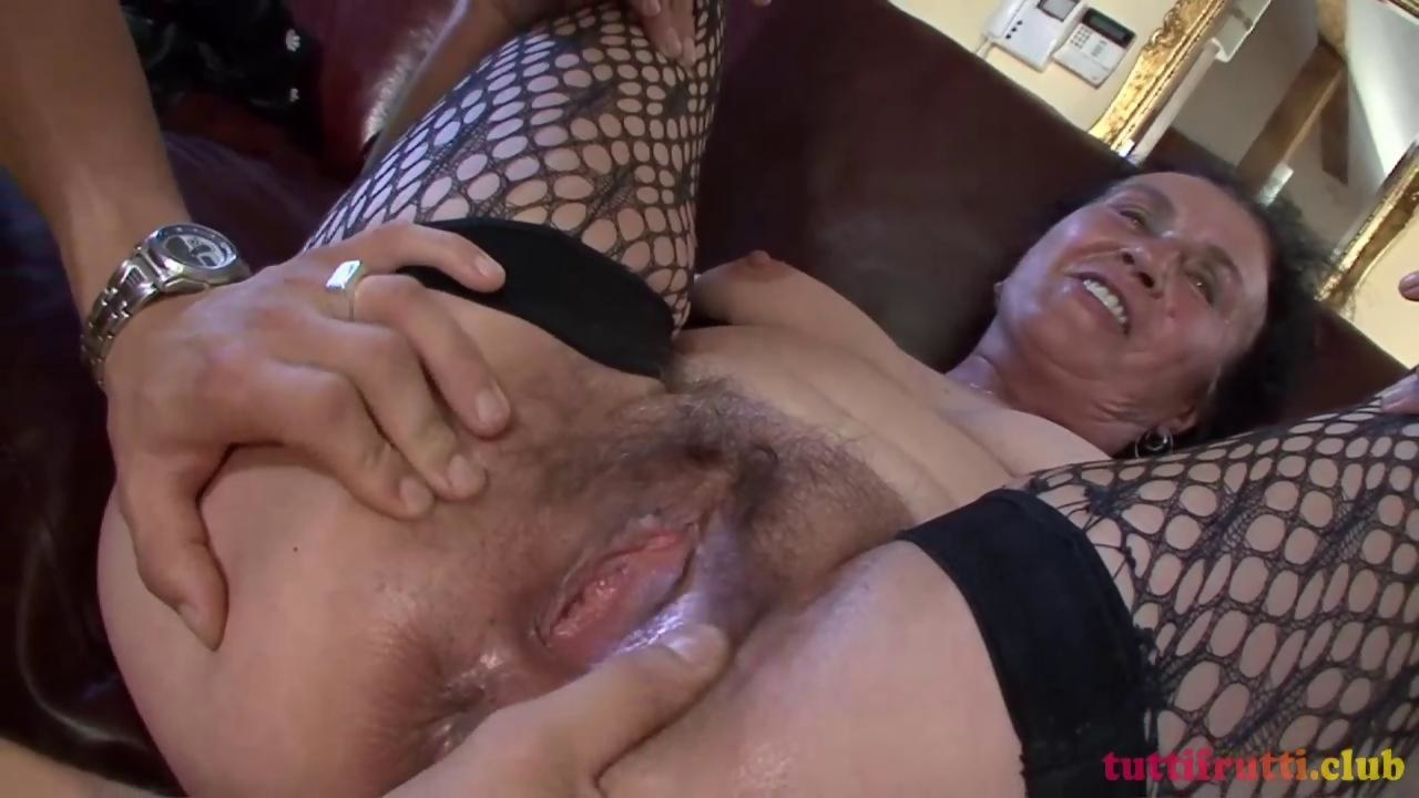 Mature Outdoor Anal Creampie