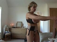Unfaithful british mature lady sonia shows her enormous boobies