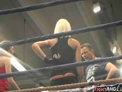 Wrestling les duo pussylicking in boxing ring