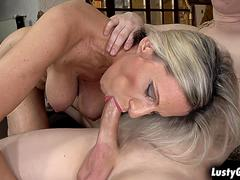 Horny mature stepmom pops out her pussy for her stepson
