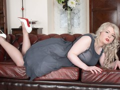 BBW Danni Marie naughty in vintage and retro strips to wank in nylons heels